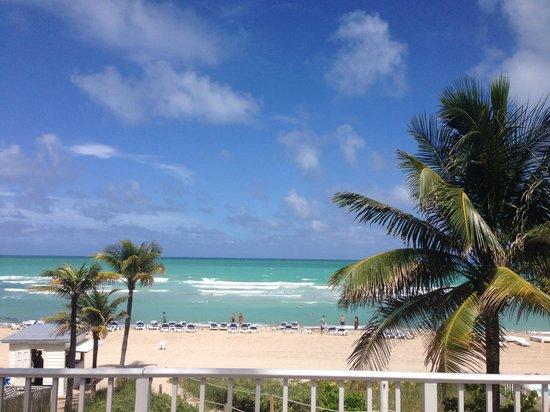 Trump International Beach Resort : beach