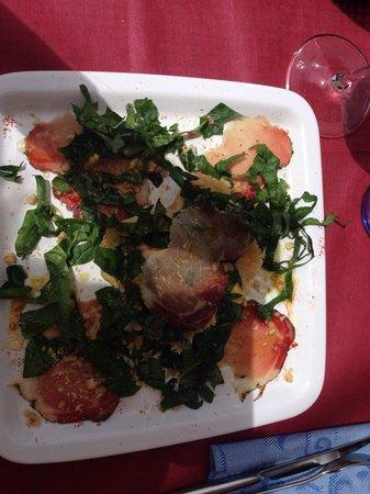 Osteria il Papavero: Antipasti met parmingzano kaas, heerlijk met noten, honing en prosciutto.