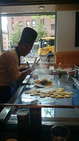 Sapporo Teppanyaki - Glasgow: A fantastic and entertaining chef!