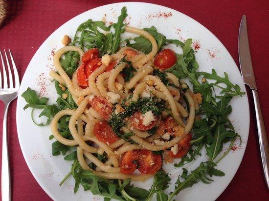 Osteria il Papavero: Pici met pomodori en broodkruimel, heerlijk