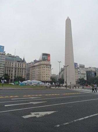 Meridiano Hostel : Obelisco no Centro