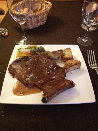 Hotel Restaurant La Barguillere : Cote de veau aux petits légumes