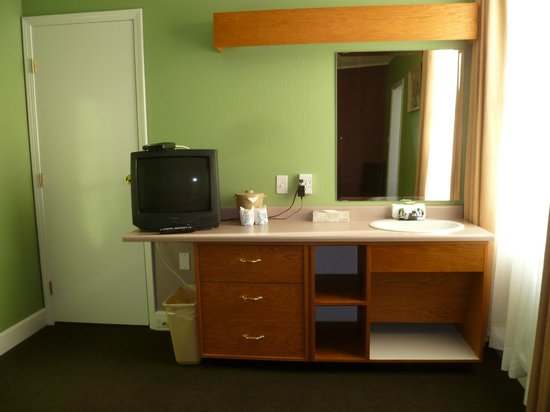 James Bay Inn Hotel, Suites & Cottage : Room had two sinks. One in the bedroom and one in the bathroom