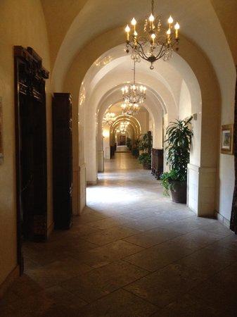 Ayres Hotel Manhattan Beach / Hawthorne: hallway