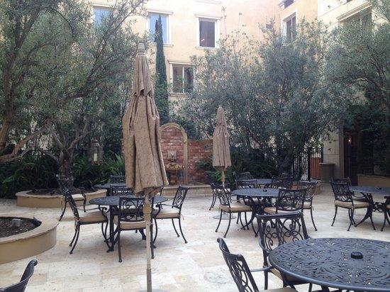 Ayres Hotel Manhattan Beach / Hawthorne: courtyard