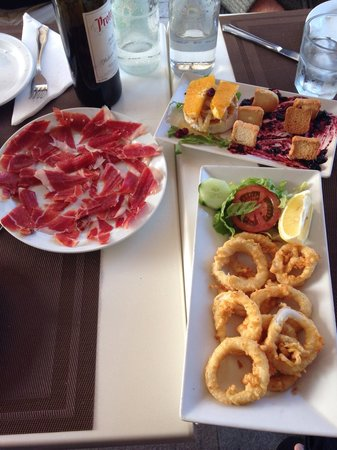 Cafe Antiguo del Puerto: Wonderful tapas. Excellent staff. Fantastic eating experience!