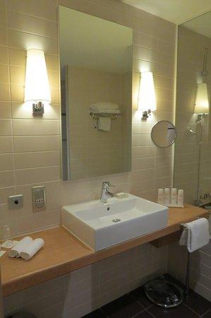 Radisson Blu Hotel, Toulouse Airport : bathroom
