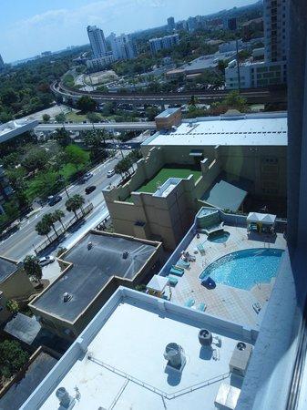 Hampton Inn & Suites by Hilton - Miami Brickell Downtown: Vista da piscina