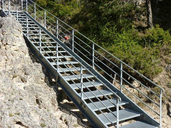 Montpellier-le-Vieux : Hepful Stairways