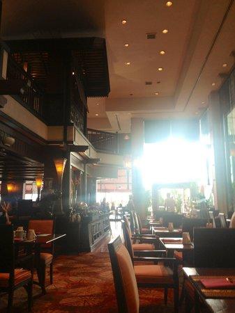 Anantara Riverside Bangkok Resort: Breakfast in the Beautiful atmosphere.