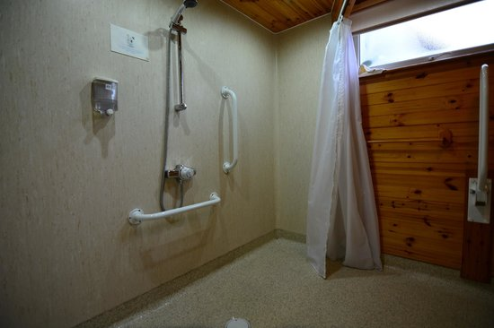 Karrawa Guest House: Easy access to shower