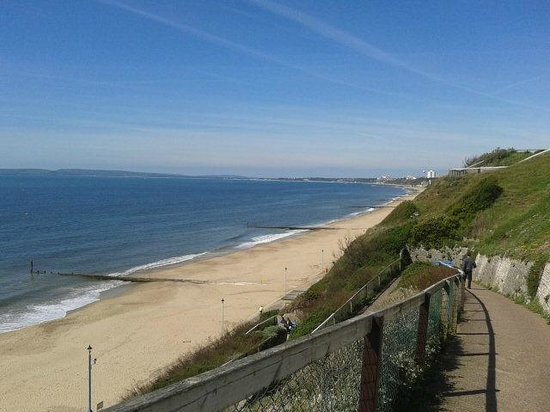 Cliff House Hotel: A short distance to this seafront walk