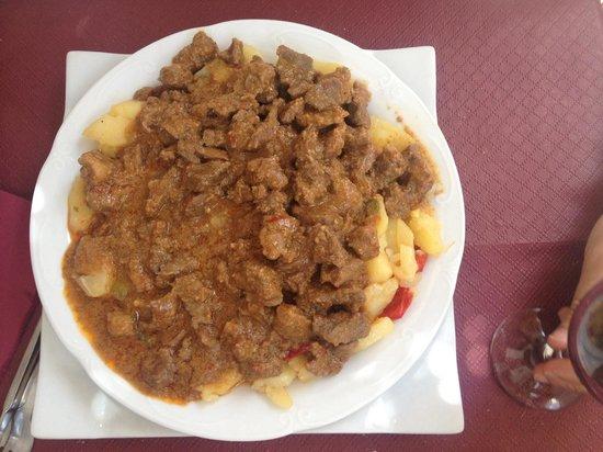 Pampaneira, Espagne : jabalí con salsa de almendras