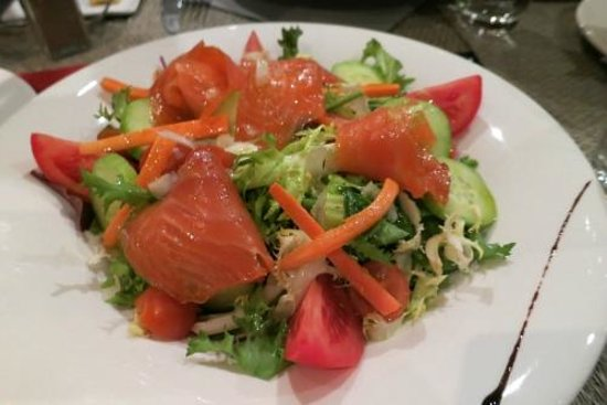 NH Nice: Salad with smoked salmon
