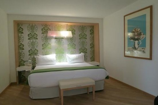 NH Nice: Family Room's bed