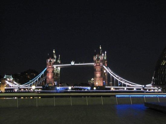 Hilton London Tower Bridge: London Tower Bridge at night