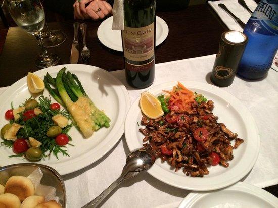 Princessa Gresa Restaurant: Asparagus and Parmesan and sautéed chanterelles