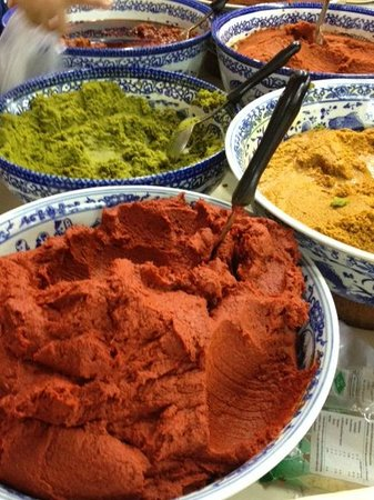 Phuket Thai Cookery School: Curry pastes at the market