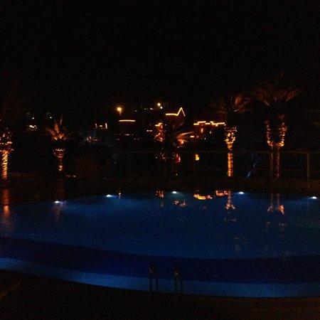 Club Resort Atlantis: Lumières piscine soir/nuit