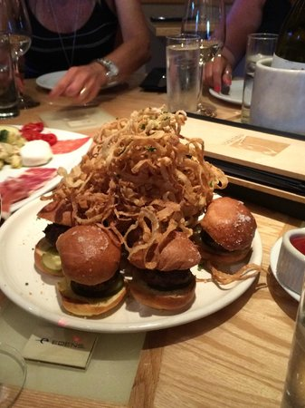 Matchbox Palm Springs : 9 Sliders (hamburgers) with Onion Rings