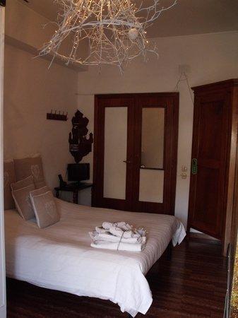 Le Fate Apartments: The room