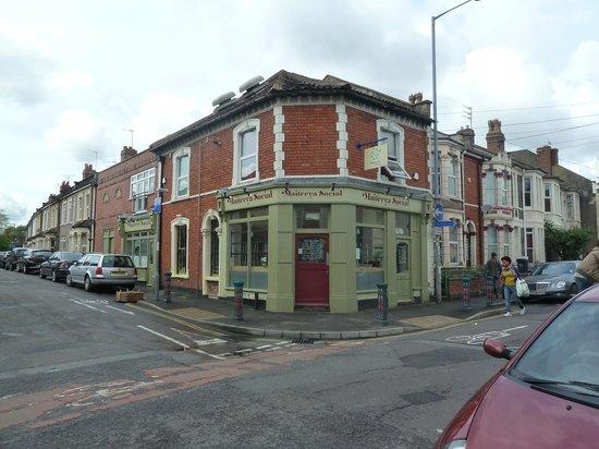 Maitreya Social : The Maitreya Restaurant in Easton, Bristol