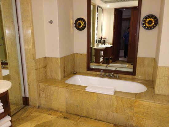 The Dharmawangsa Jakarta : Bathroom