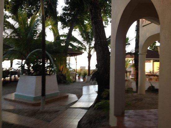 Mariposa Hideaway: Courtyard
