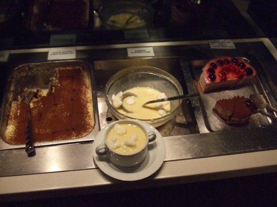 Trofea Grill Restaurant: Mada Tej   ( Bird's Milk)Floating Islands