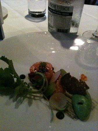 Bang Restaurant: assiette de saumon, jolie mais peu de saumon!