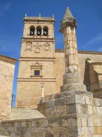 Moron de Almazan, Hiszpania: Torre plateresca de la iglesia de Morón