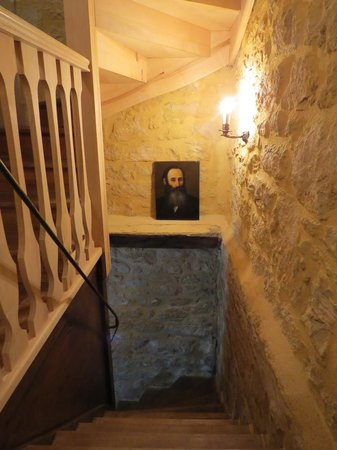 L'Ombriere : stairway down to sitting room