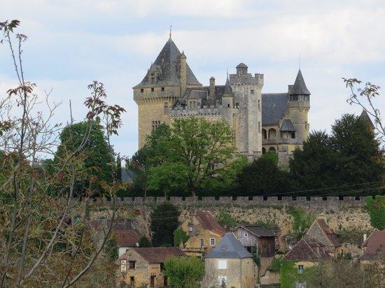 L'Ombriere : Monfort castle across street