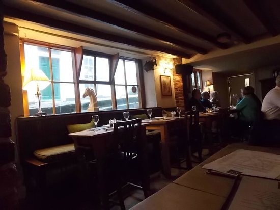 White Horse and Griffin: dinning room