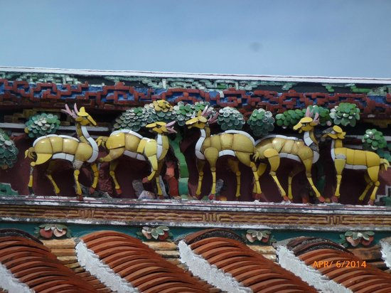 The Majestic Malacca: Animal detail on roof of temple