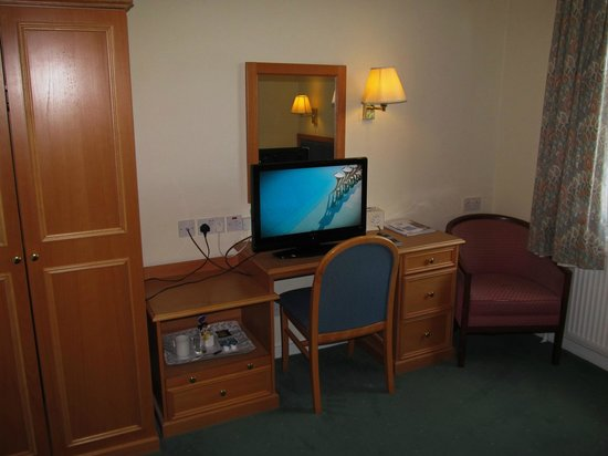 The Park: Park Hotel: room with desk/TV