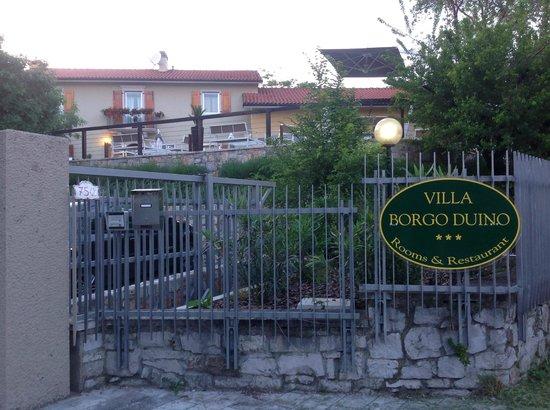 Villa Borgo Duino: ingresso hotel