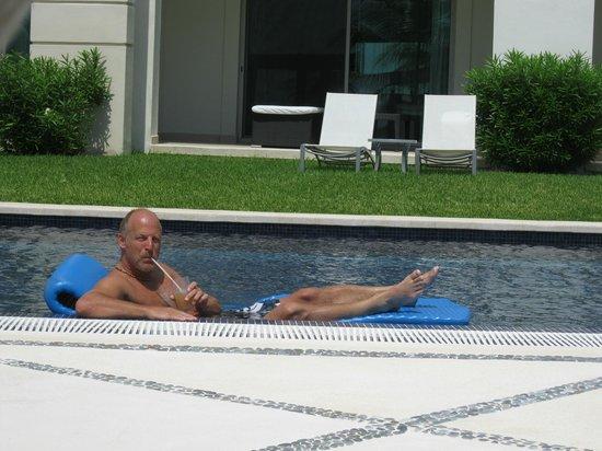 Secrets Silversands Riviera Cancun: chillin in the pool