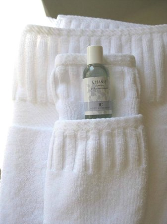 At Cumberland Falls Bed and Breakfast Inn: Soft towels with shampoo