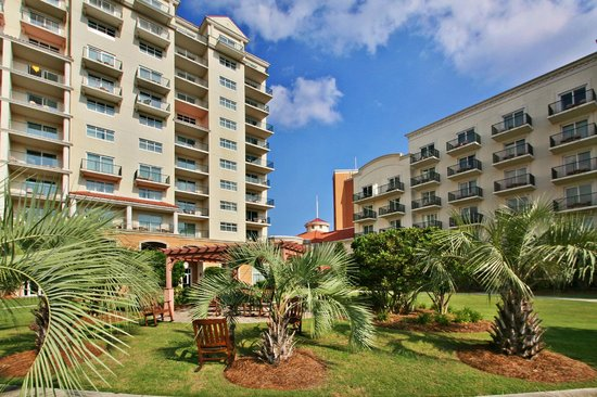 Marina Inn at Grande Dunes: Plush landscaping can be found throughout the resort grounds