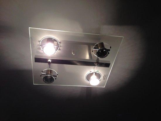 Flamingo South Beach / Calico Apartments: ampoules grillées