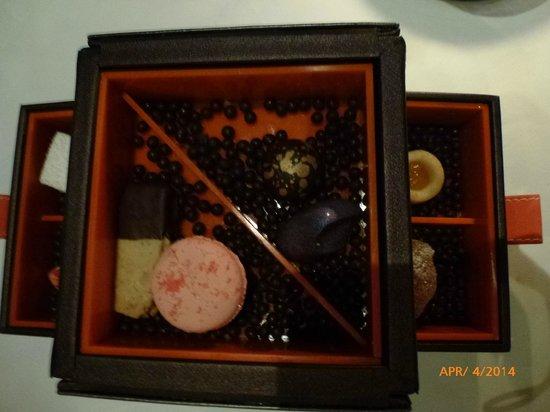 Mandarin Grill : After dinner chocolate box