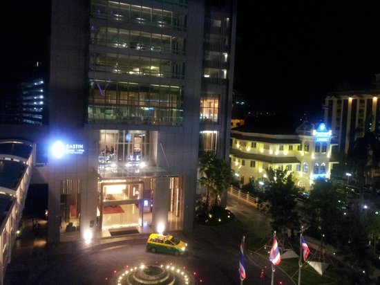 Eastin Grand Hotel Sathorn: vue du bts