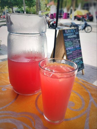 Ruben's Restaurant Isla Mujeres: Watermelon water by the pitcher?  Yes please!!
