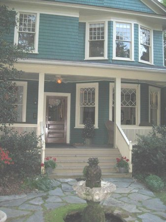 At Cumberland Falls Bed and Breakfast Inn: Front of the B&B