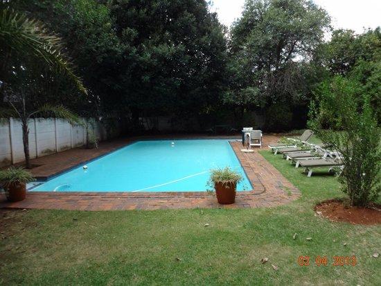 Drifters Johannesburg Lodge: Pool Area
