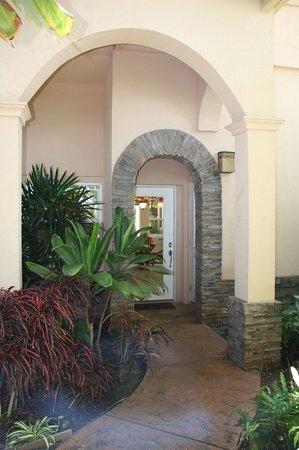Maui Beach Ocean View Rentals: Maui Beach House entrance