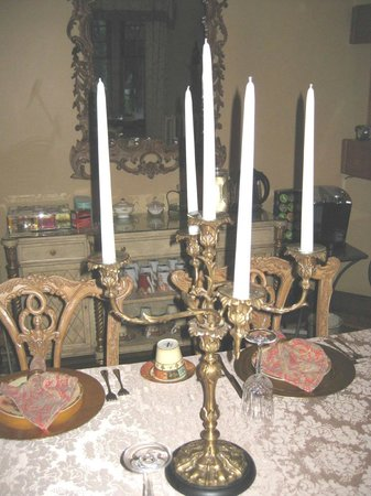 At Cumberland Falls Bed and Breakfast Inn: Ornate dining room candle stick holder