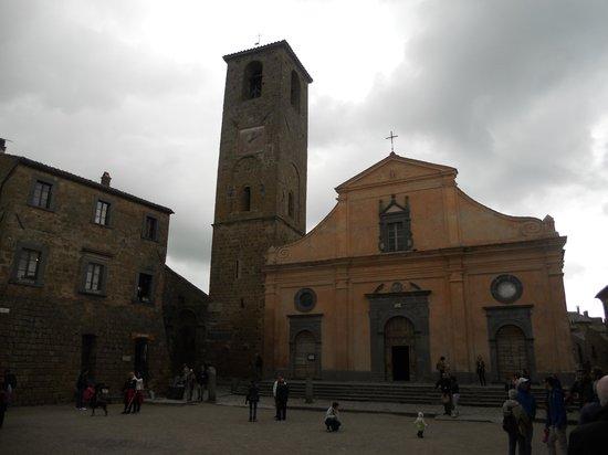 Civita di Bagnoregio, Itália: la facciata ed il campanile