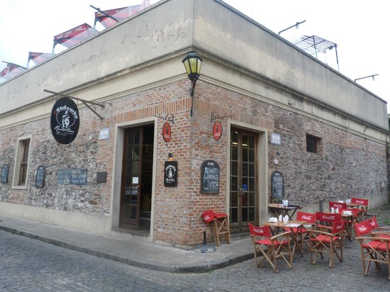 Candombe Resto Bar: Hermosa Esquina